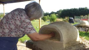 Pleumeur-Bodou, Construire un four à pizza en terre/paille @ EcoCentre Trégor