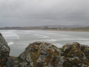 Plonévez-Porzay (29), Ramassage sur la plage de Sainte-Anne la Palud