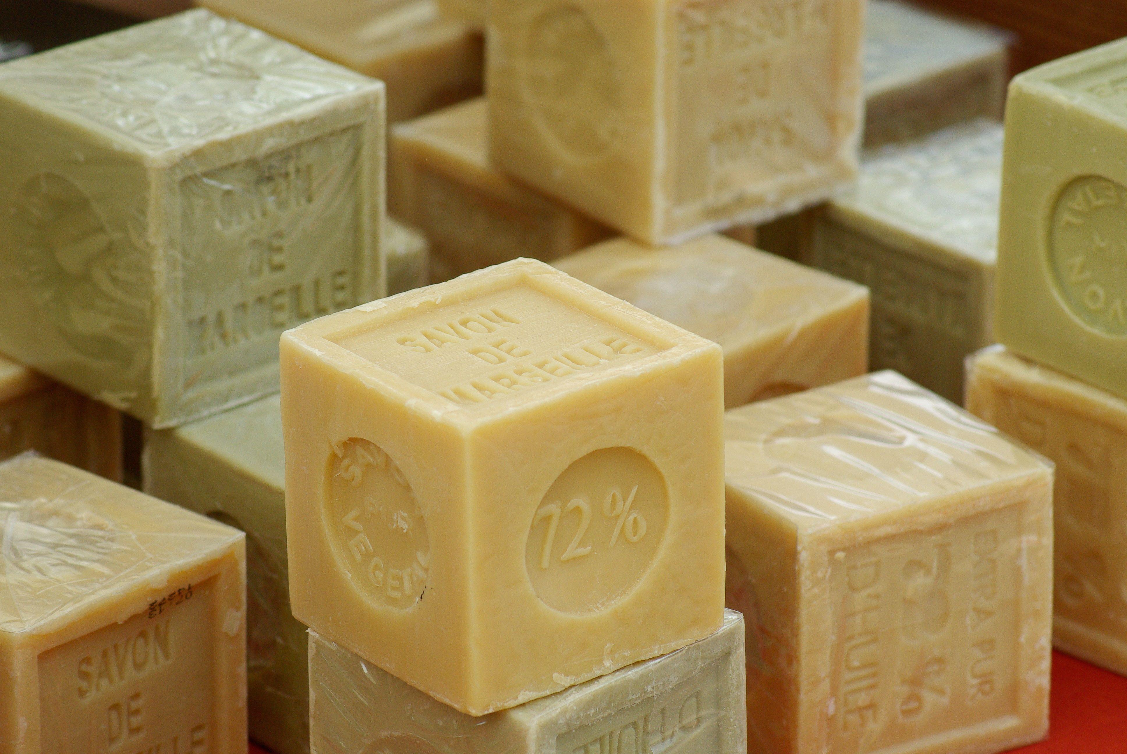 De A à Z. Faire sa lessive au savon de marseille